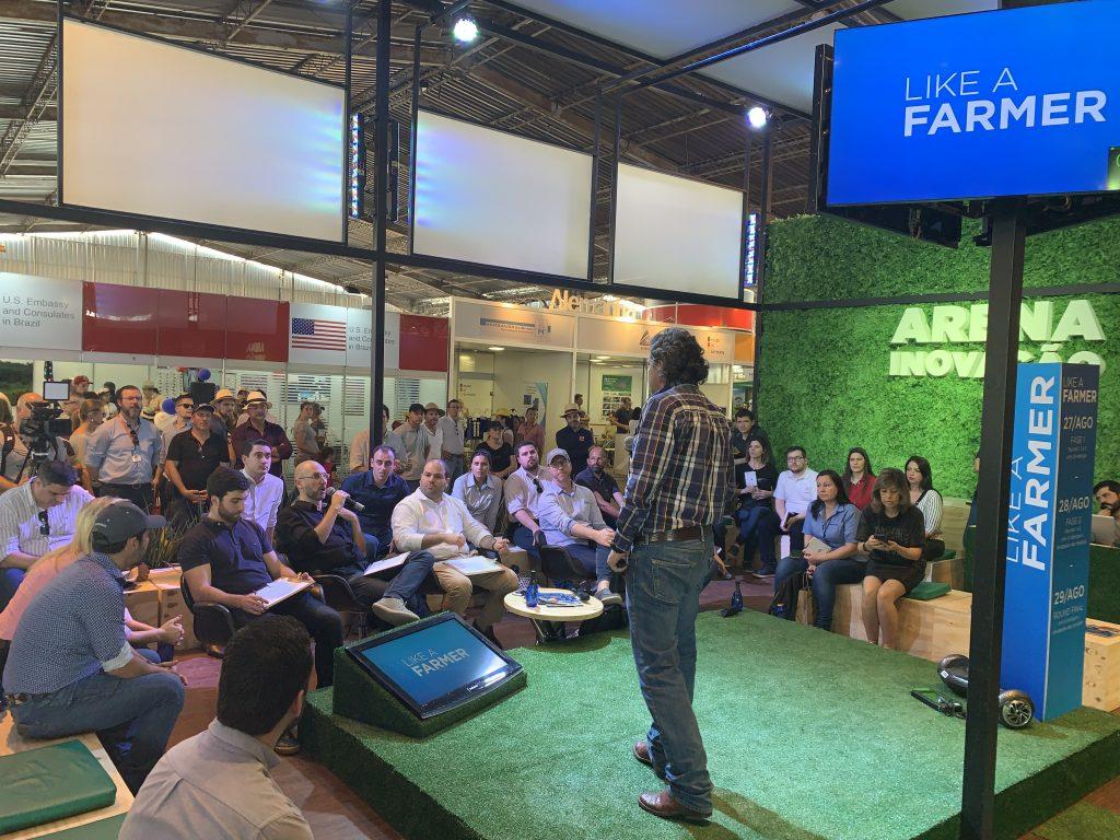 Startup Jetbov apresentando seu pitch