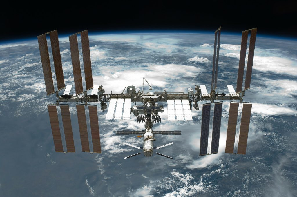 international-space-station-67647_1920